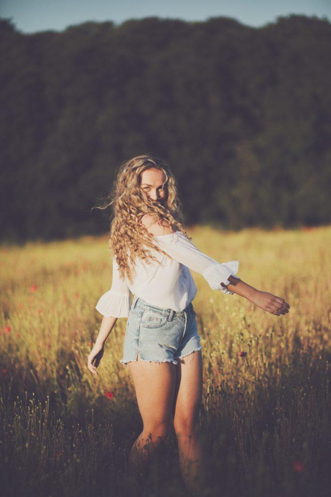 fun photo of teenage girl in poppy field
