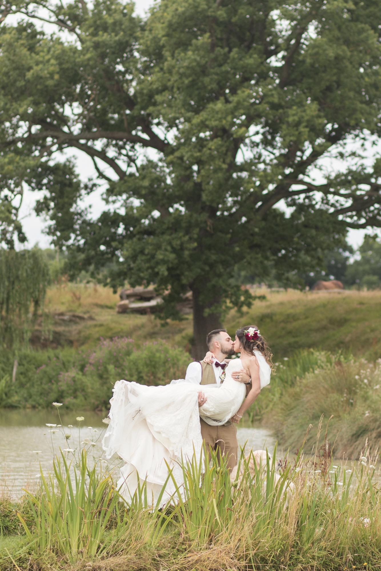 english country romantic wedding photos