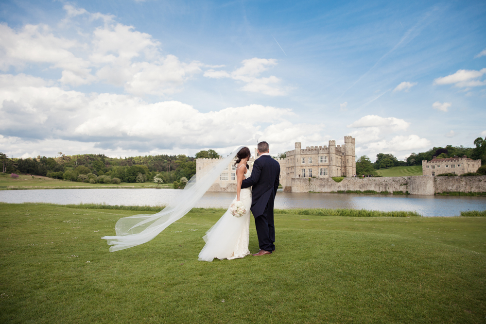 bride and groom looking at leeds castle